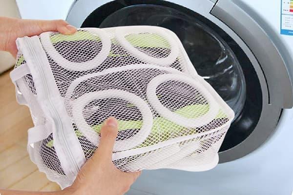 Can we wash sports shoes in washing machine