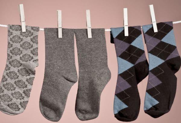 can we wash socks in washing machine